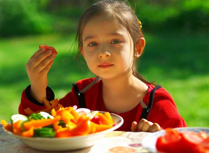 kid eating healthy child girl veggies vegetable