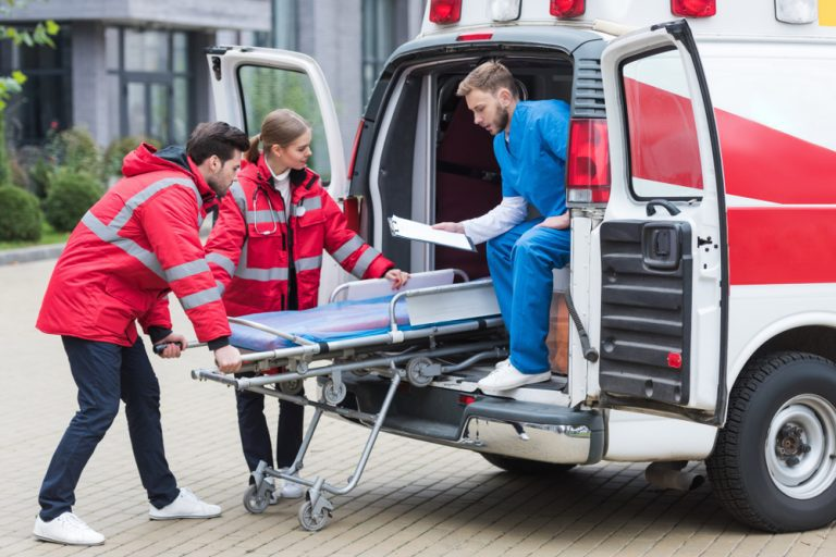 Transport teams and patient handoff reports